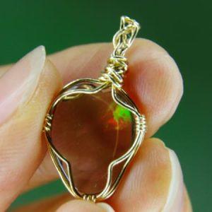 2.45 cts. Precious Black Opal 18K Gold Pendant